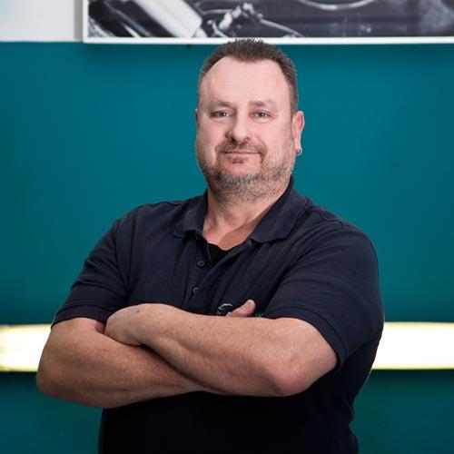 Mitarbeiter Herr Wirkner von AutOptik in Hof, Profi für Autoaufbereitung.