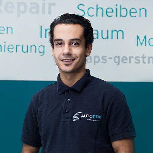 Herr Binak, Mitarbeiter von AutOptik, Profi für Fahrzeugaufbereitung.