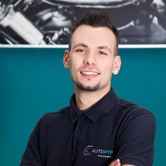 AutOptik-Mitarbeiter Francesco Melissano, Profi für Fahrzeugaufbereitung Bayreuth, Bamberg, Hof.