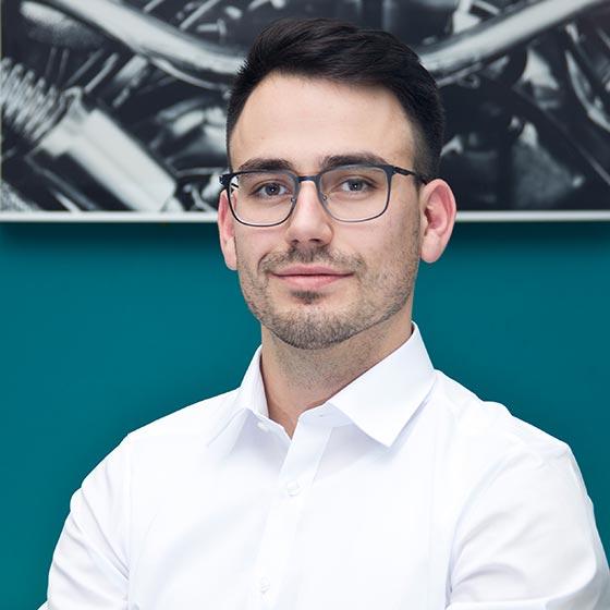 Roman Gerstner, Geschäftsführer von AutOptik und Experte für Fahrzeugaufbereitung Bayreuth, Bamberg, Hof.